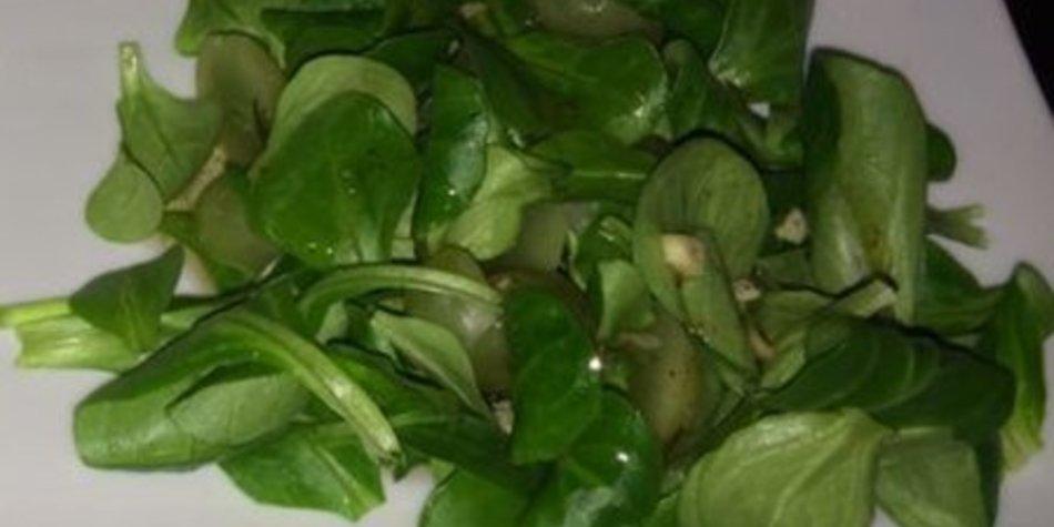Fruchtiger Sommer-Feldsalat
