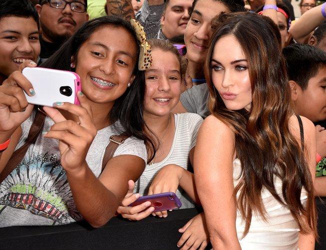 Megan Fox schießt ein Selfie