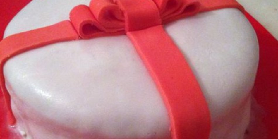 """Eine meiner Geburtstagstorten: """"Geschenk"""""""