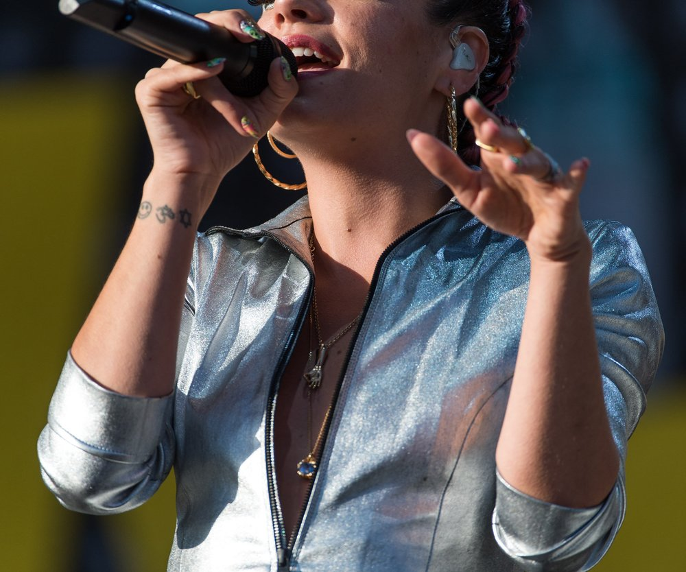 Lily Allen: Busenblitzer beim Festival