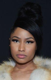 Nicki Minaj: Haarknoten mit seitlichem Pony