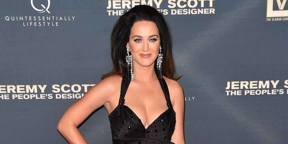 "HOLLYWOOD, CA - SEPTEMBER 08: Singer Katy Perry attends the premiere of The Vladar Company's ""Jeremy Scott: The People's Designer"" at TCL Chinese 6 Theatres on September 8, 2015 in Hollywood, California. (Photo by Alberto E. Rodriguez/Getty Images)"