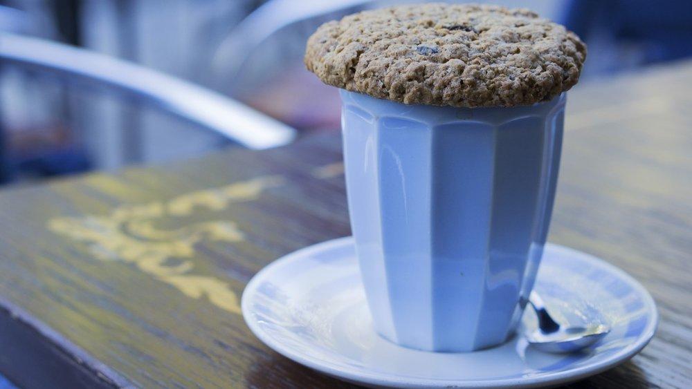 Blaues Kaffee-Getränk