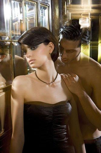 Kurzhaarfrisur bei schwarzem Haar