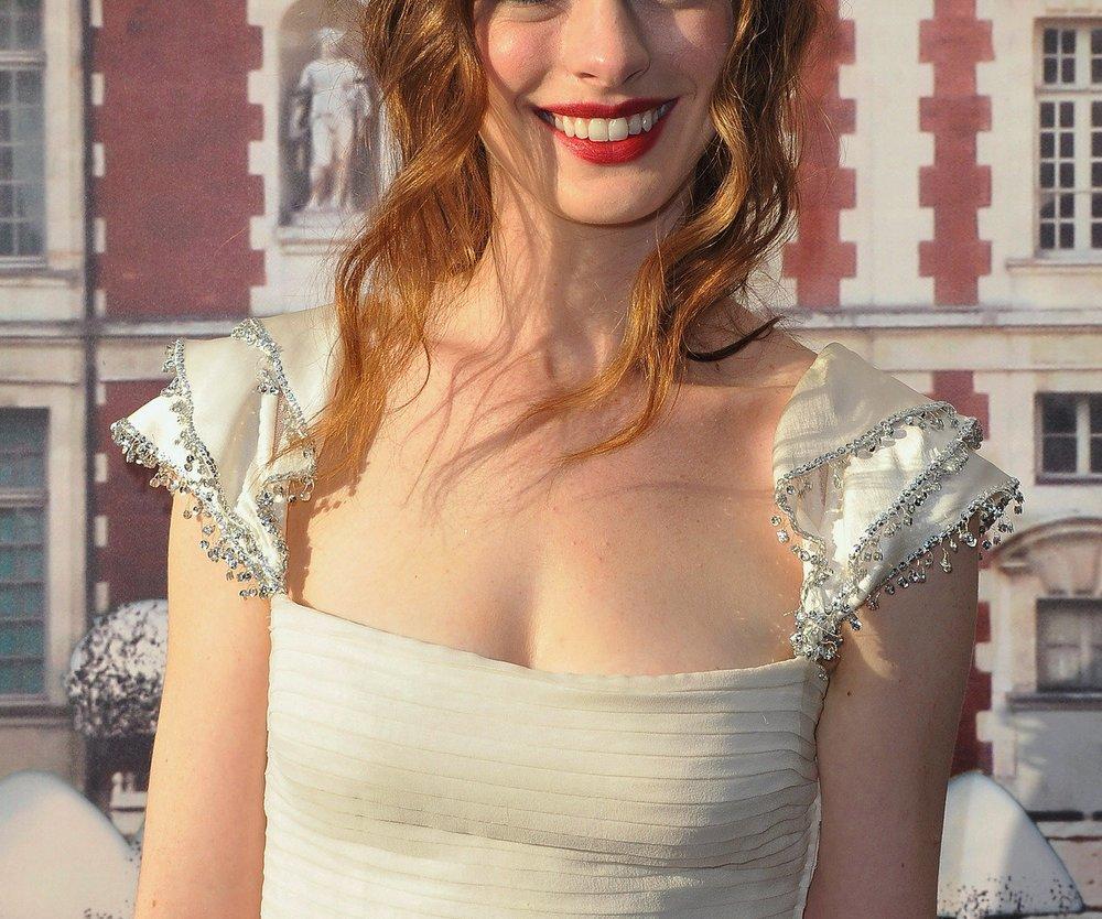 Anne Hathaway ist glücklich