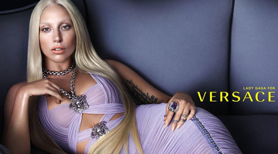 Ab Januar 2014 wird Lady Gaga auf Werbeplakaten für Versace zu sehen sein.