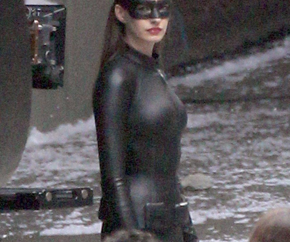 Anne Hathaway im Catsuit