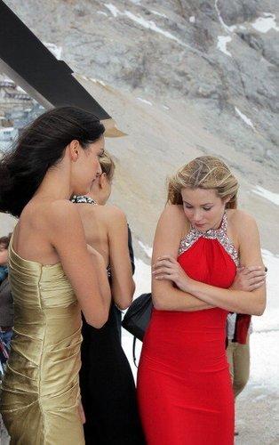 Ganz schön kalt! Amelie Klever friert bei einem Shooting auf der Zugspitze