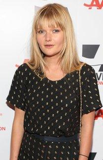 Sophie Kennedy: Blonde Ponyfrisur