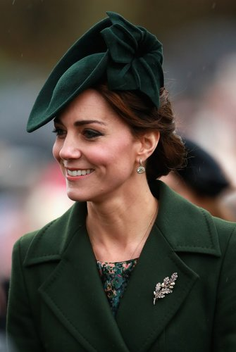 Kate Middleton: Chignon & Fascinator