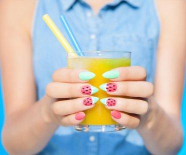 Stiletto Nails im Melonen-Style perfekt für den Sommer