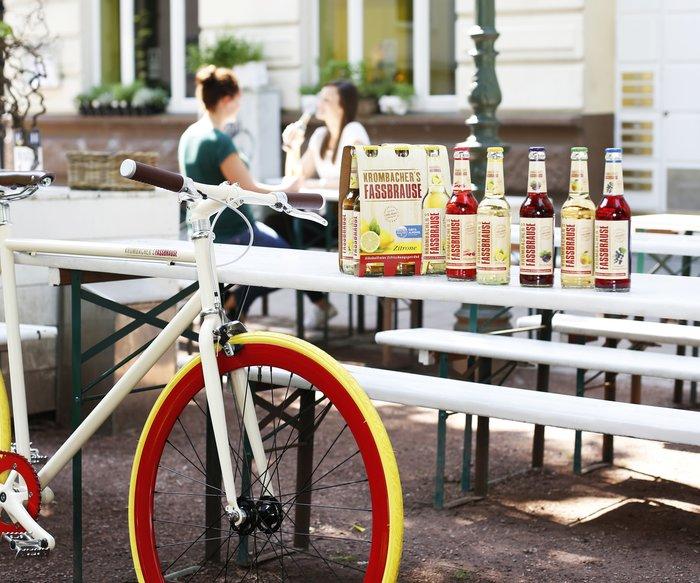 Gewinne ein Single-Speed-Fahrrad im limitierten KROMBACHER'S FASSBRAUSE Look im Wert von 700 Euro.