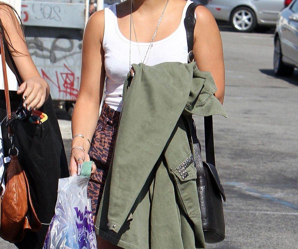 Vanessa Hudgens auf Shopping Tour