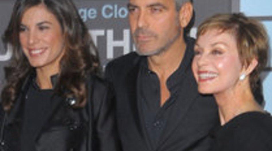 George Clooney mit Mutter und Freundin bei Premiere