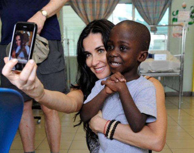 Demi Moore in Port-au-Prince im Jahr 2010