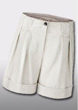Weiße Bermuda-Shorts mit Lochmuster und Krempe