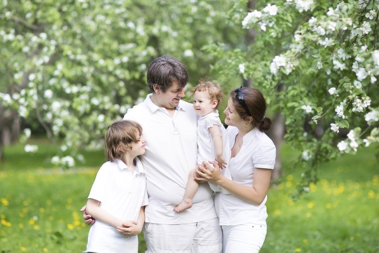 Eltern, die nicht religiös sind, entscheiden sich gern für die freie Baby Taufe.