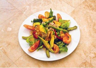 Rucola-Salat mit Mango und Hähnchen