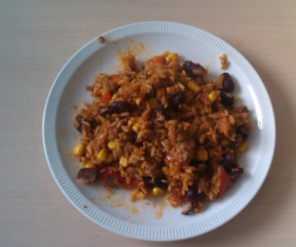 Reis-Mais-Bohnen-Pfanne mit Gehacktem