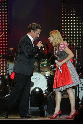 Stefanie Hertel und Stefan Mross singen zusammen.