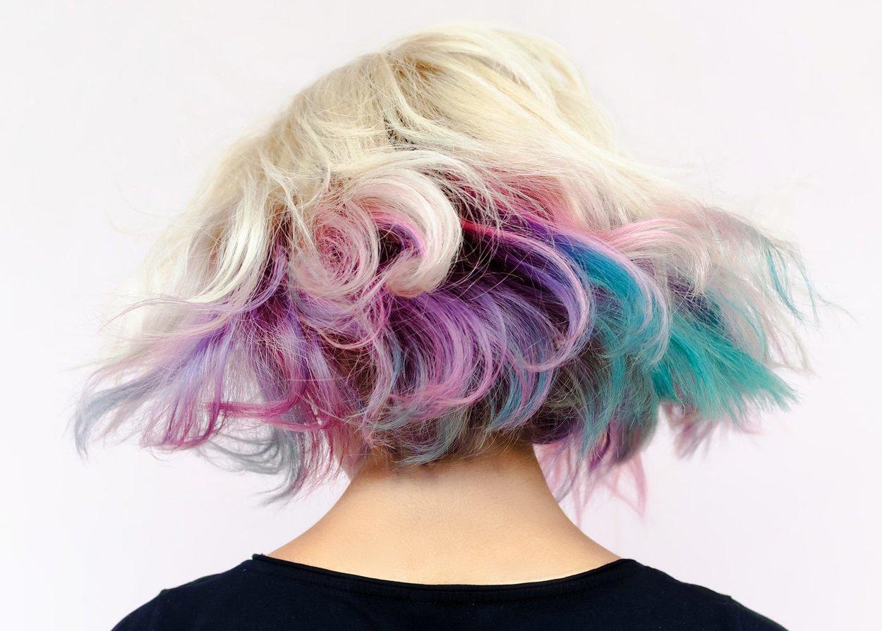 Haare bunt färben