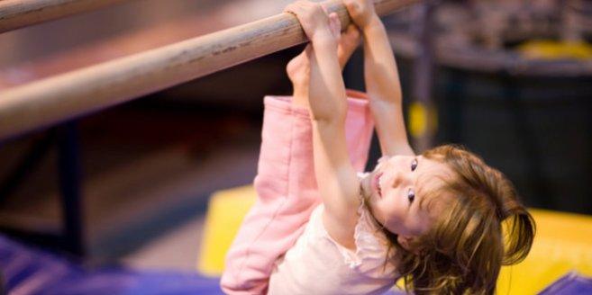 Beim Kleinkinderturnen kann sich Dein Kind so richtig schön auspowern.