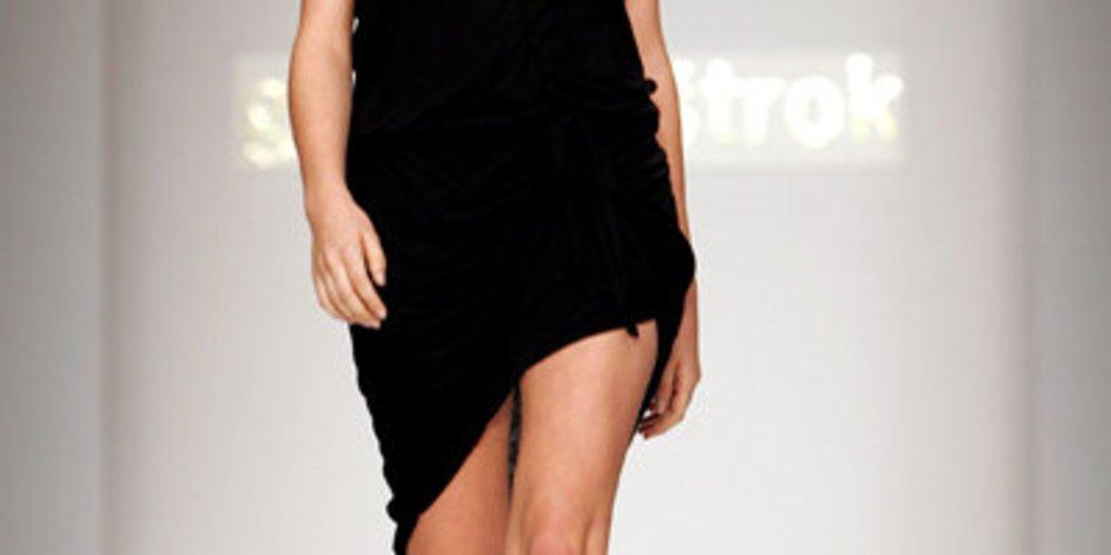 Kleid mit asymmetrischen Saum von Gharani Strok
