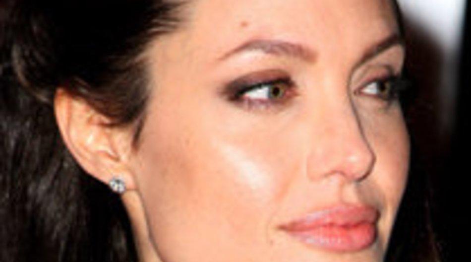 Angelina Jolie verlegt Diamanten