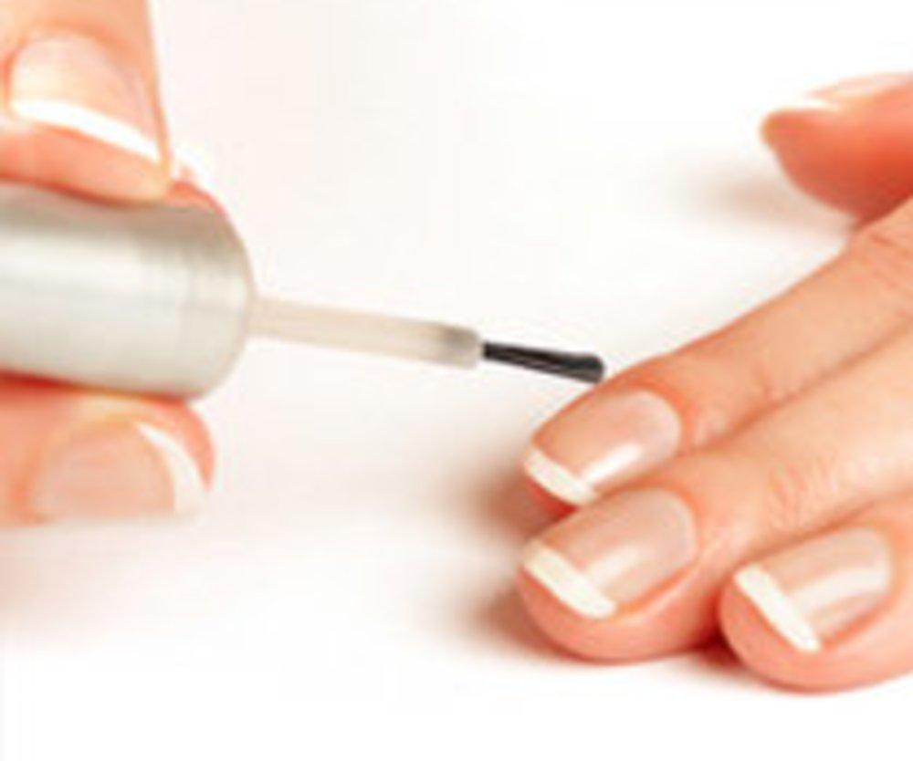 Schöne Fingernägel mit French Manicure