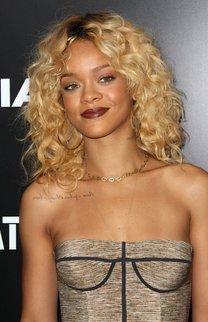 Rihanna: Blonde Dauerwelle