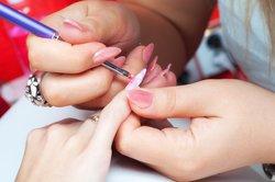 Stiletto Nails modelieren lassen
