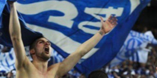 Jubelnde Schalke Fans