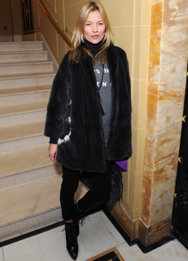 Kate Moss posiert.