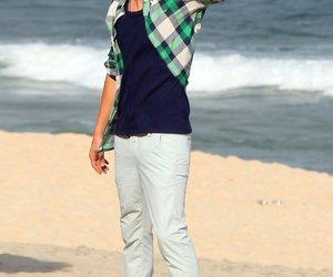 Ashton Kutcher modelt am Strand