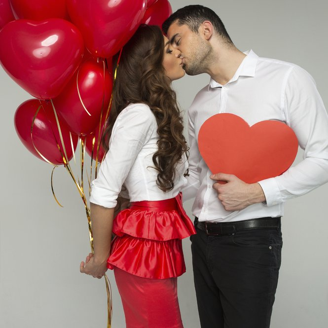 Valentines photo of kissing couple