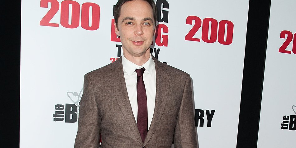 """LOS ANGELES, CA - FEBRUARY 20: Actor Jim Parsons arrives at the CBS's """"The Big Bang Theory"""" Celebrates 200th Episode at the Vibiana on February 20, 2016 in Los Angeles, California. (Photo by Jennifer Lourie/Getty Images)"""