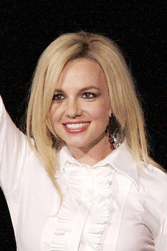 Britney Spears mit glatten blonden Haaren
