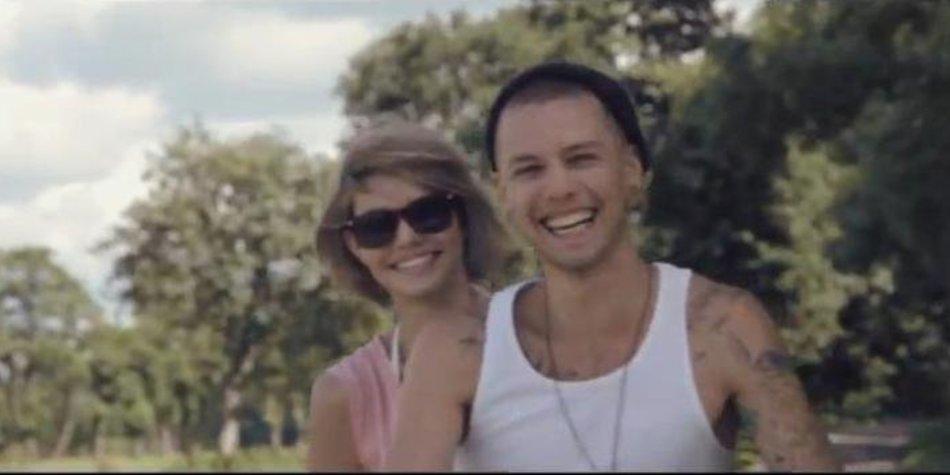 Lusia Hartema und ihr Neu-Lover zeigen sich in einem Musikvideo
