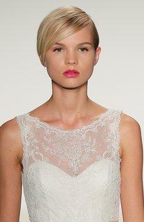Brautfrisur bei kurzen, blonden Haaren