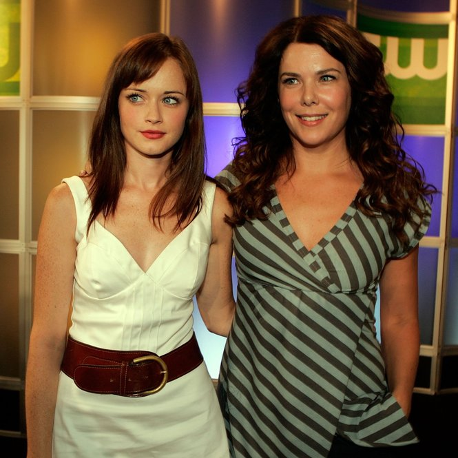 "PASADENA, CA - JULY 17: Actresses Alexis Bledel (L) and Lauren Graham from the series ""Gilmore Girls"" attend the 2006 Summer Television Critics Association Press Tour for the The CW Network at the Ritz-Carlton Huntington Hotel on July 17, 2006 in Pasadena, California. (Photo by Kevin Winter/Getty Images)"