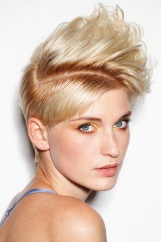 Frecher Kurzhaarschnitt in Blond