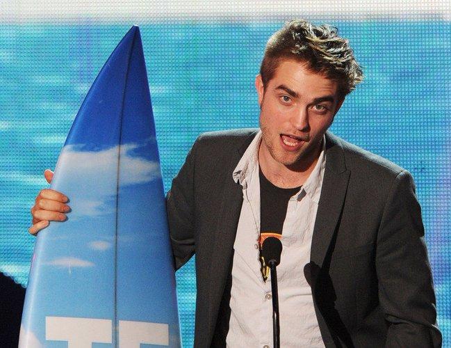 Robert Pattinson wird 2011 mit einem 'Teen Choice Award' ausgezeichnet.
