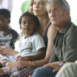 Charlize Theron ist jetzt Zweifach-Mama