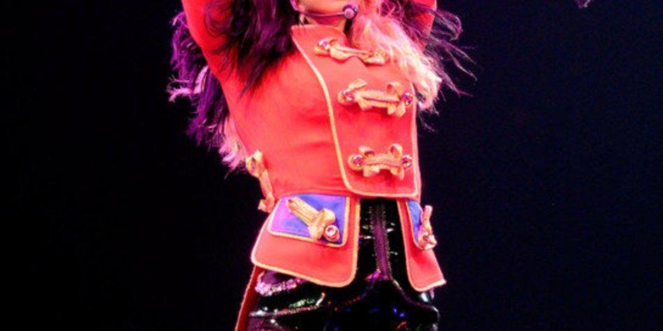 Britney Spears tourt und turnt wieder – peinliche Outfits inbegriffen