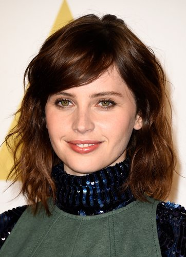 Felicity Jones: Locken im Wet Look