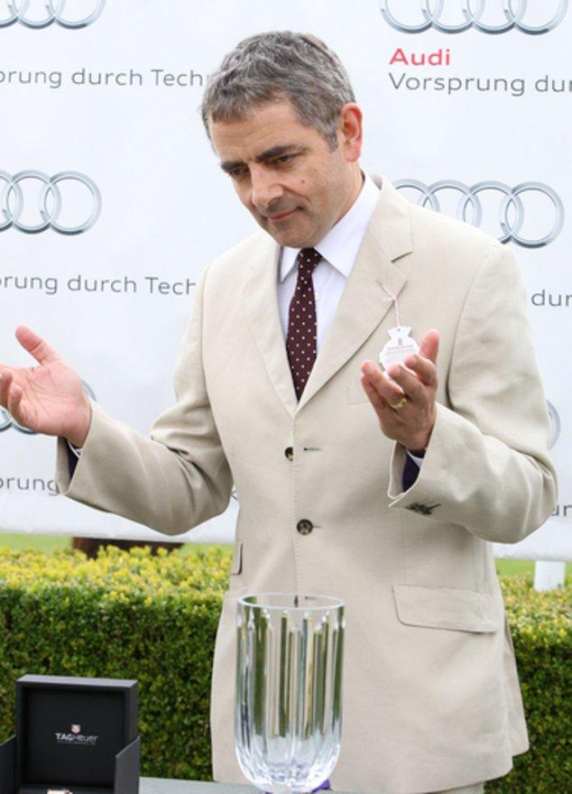 Rowan Atkinson im Anzug