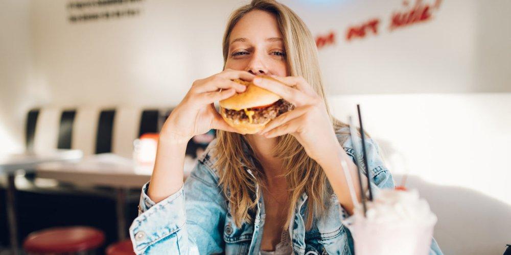7 Lebensmittel, die du ab 30 nicht mehr essen solltest