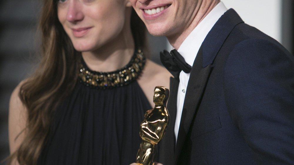 Eddie Redmayne schützt seinen Oscar wie seinen Augapfel