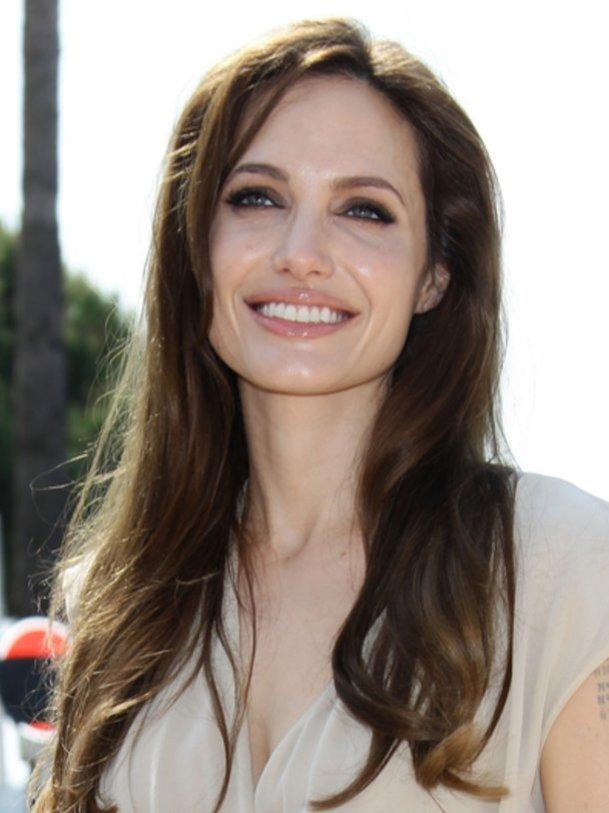 Angeline Jolie hilft gerne.