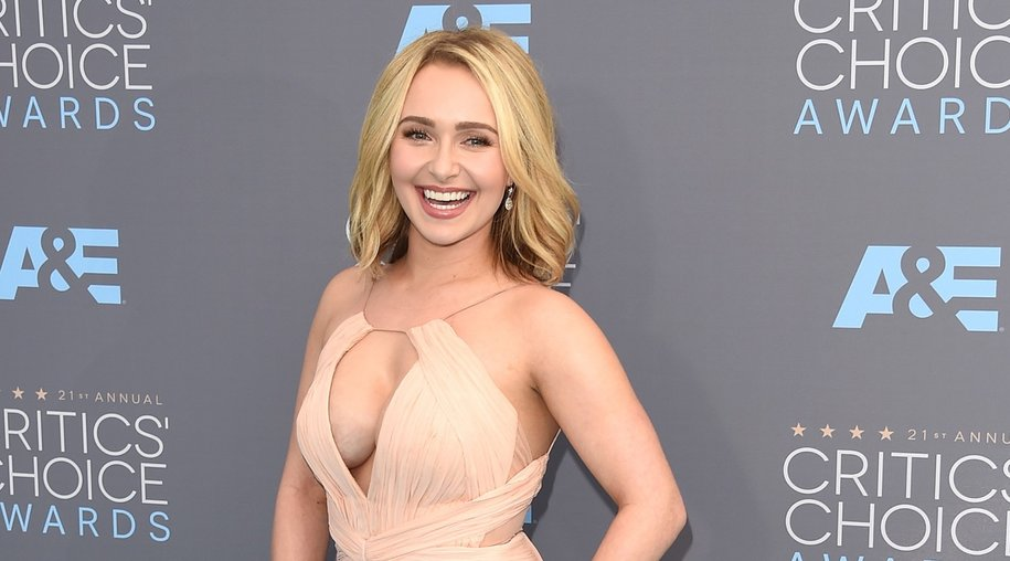 SANTA MONICA, CA - JANUARY 17: Actress Hayden Panettiere attends the 21st Annual Critics' Choice Awards at Barker Hangar on January 17, 2016 in Santa Monica, California. (Photo by Jason Merritt/Getty Images)